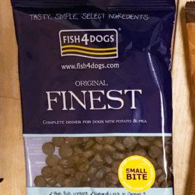 「フィッシュ4ドッグ FISH 4 DOGS オーシャンホワイト フィッシュ 小粒」ドッグフードを食べさせての感想
